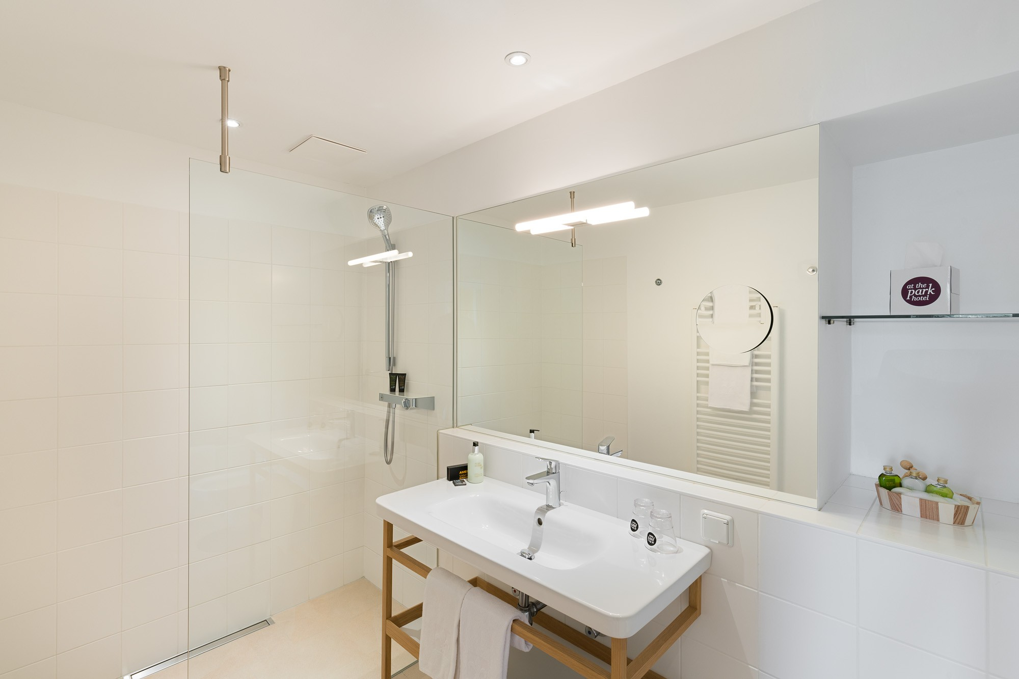 2019_At_the_Park_Zimmer_Suite_Badezimmer_17